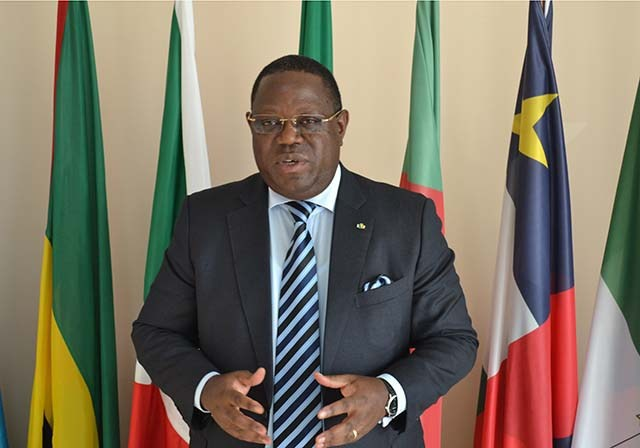 """Issoze Ngondet, nouveau Premier ministre du Gabon, devra """"former un gouvernement d'ouverture"""""""