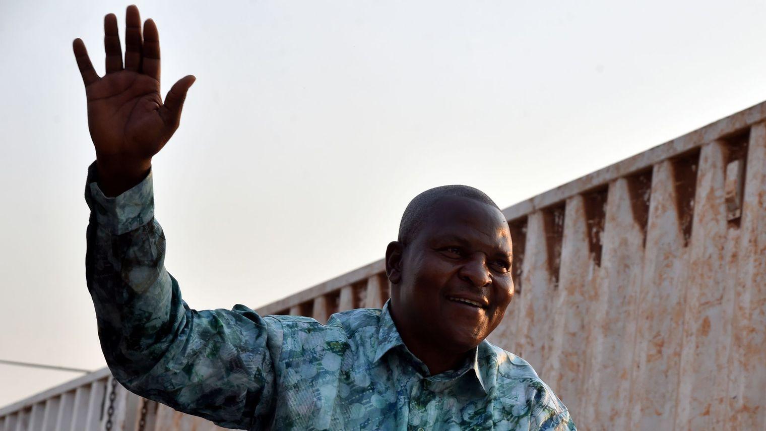 """Centrafrique: le nouveau président Touadéra s'engage pour """"la paix"""""""