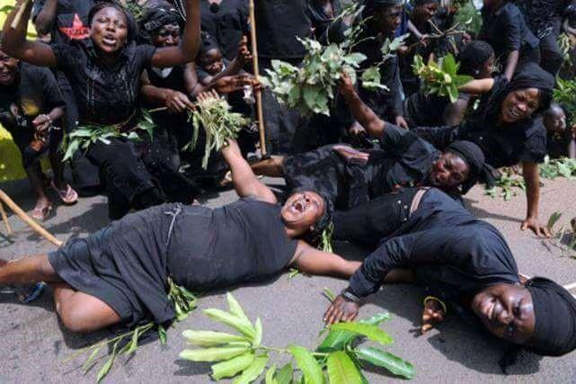 Funérailles en Afrique : coup de projecteur sur les pleureuses professionnelles  !!!