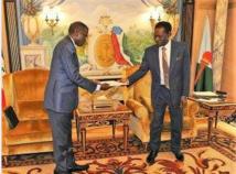 Un ministre Gabonais reçu au Palais du Peuple à Malabo après la tentative de coup d'Etat