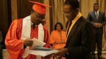 Le Professeur Pascal Adjamagbo et le président Obiang Nguema Mbasogo, lors de la cérémonie de remise du prix académique en Guinée Équatoriale, le 3 avril 2018