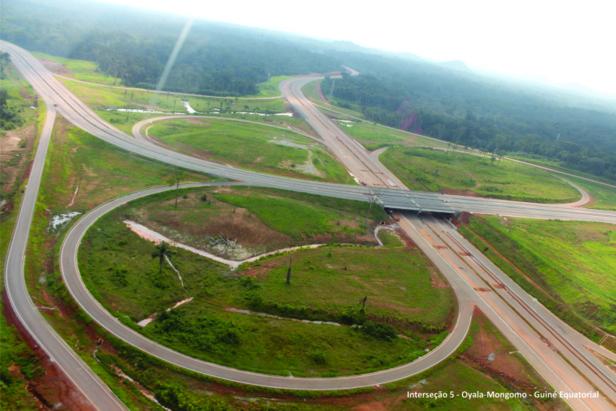 © Photo aérienne de l'impréssionnant réseau routier à Oyala déjà livré pour les usagers.