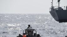 Les forces spéciales nigérianes naviguent pour intercepter des pirates lors d'un exercice conjoint entre des personnels navals nigérians et marocains dans le cadre d'un exercice maritime multinational impliquant 33 pays au large des côtes de Lagos, le 20 mars 2019. (UTOMI EKPEI)