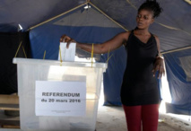 """Référendum constitutionnel au Sénégal: nette victoire du """"oui"""", 40% de participation"""