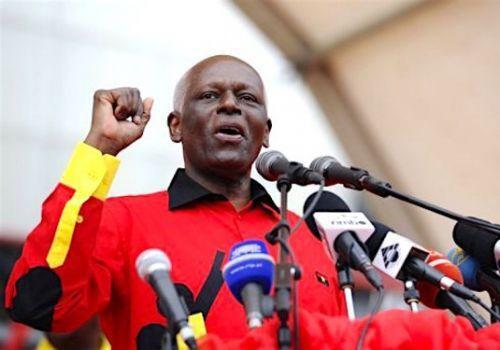 Angola: le président dos Santos rempile à la tête du MPLA et positionne deux de ses enfants