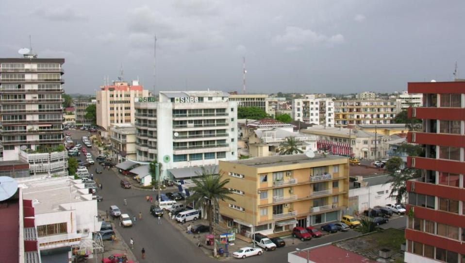 Gabon: Mgr Basile Mvé Engone appelle toutes les parties à se ressaisir