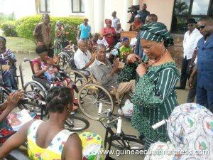 Guinée Equatoriale : Constancia Mangue de Obiang  vient en aide à l'association nationale des Handicapés ( ASONAMI)