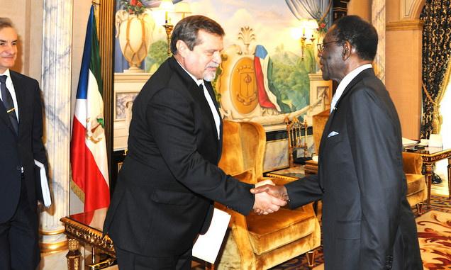 Le président de la République de Guinée équatoriale, Obiang Nguema Mbasogo et l'ambassadeur de Russie en Guinée équatoriale, Anatoly Bashkin, le 22 novembre 2018 à Malabo. Photo : PDGE