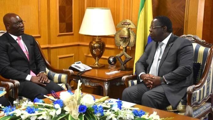 Emmanuel Issoze Ngondet et son hôte de Guinée Equatoriale Simeon Oyono Esono Angue © D.R