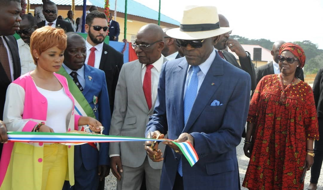 Le chef de l' Etat inaugure la sous-préfecture d'Ongoma Eseng,