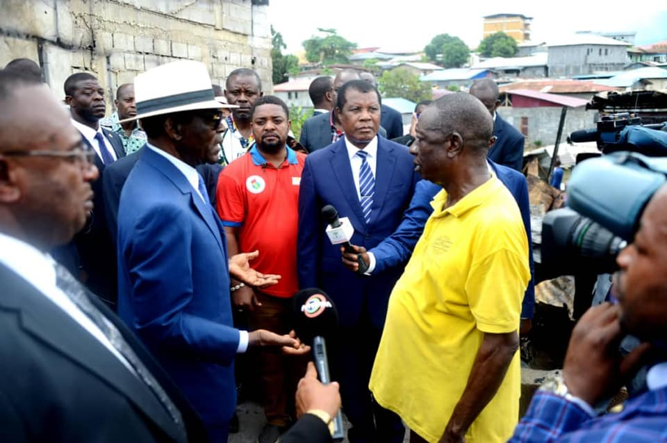 Guinée Equatoriale : Le président Obiang Nguema Mbasogo visite les lieux de l'incendie sur la zone Semu/campo Yaoudé à Malabo