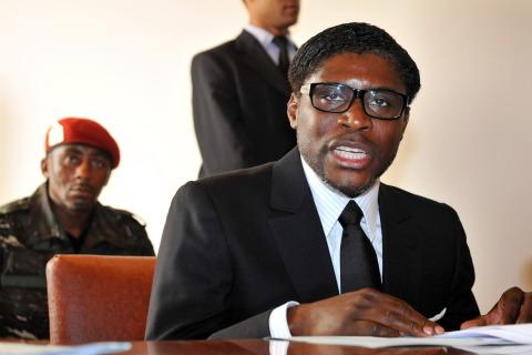 Jeune Afrique, Juges, ONG  : pourquoi deux poids deux mesures ?