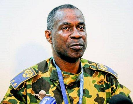 """Burkina: l'armée intime aux putschistes de """"déposer les armes"""""""