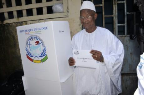 Guinée: l'opposition embarrassée pour contester la réélection du président Condé
