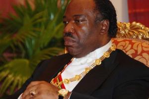 """Gabon : le """"prince"""" Ali perd sa cour, voit son pouvoir se fissurer dangereusement."""