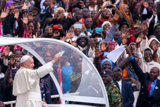 Au Kenya, le pape François met en garde contre l'extrémisme religieux et un échec de la COP21