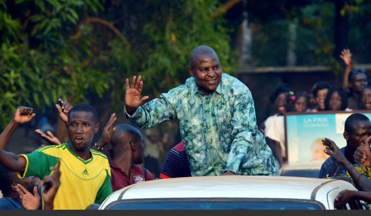 Présidentielle centrafricaine: l'outsider Touadéra confirme son avance, selon des résultats partiels