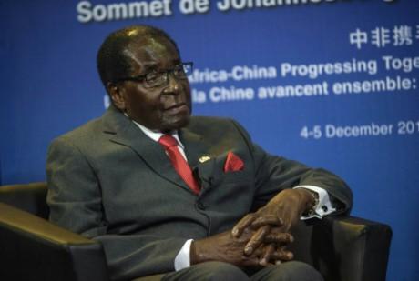Zimbabwe: Robert Mugabe de retour au pays après des rumeurs sur son décès