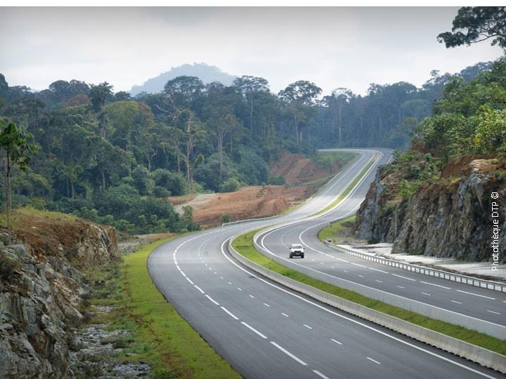 Guinée Equatoriale : Le Président Obiang Nguema Mbasogo offre aux Equato-Guinéens, des routes praticables en toutes saisons !!!!