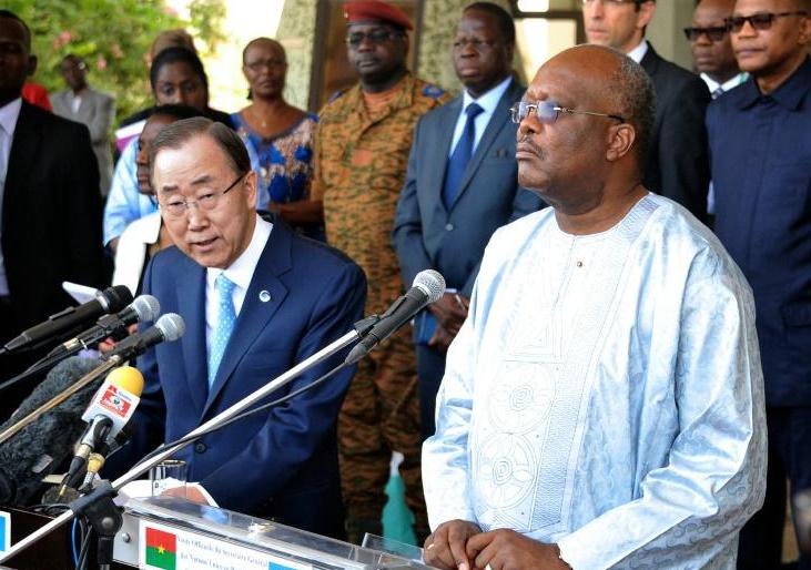 """Burkina: Ban appelle à une riposte """"globale"""" contre les """"attaques terroristes"""" au Sahel"""