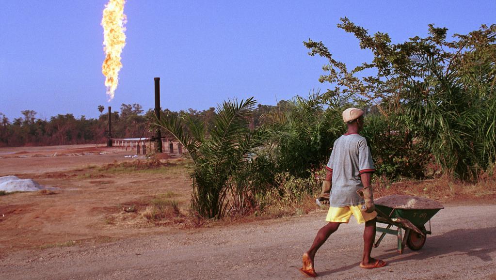 Afrique: les agences de notation abaissent les notes des pays pétroliers