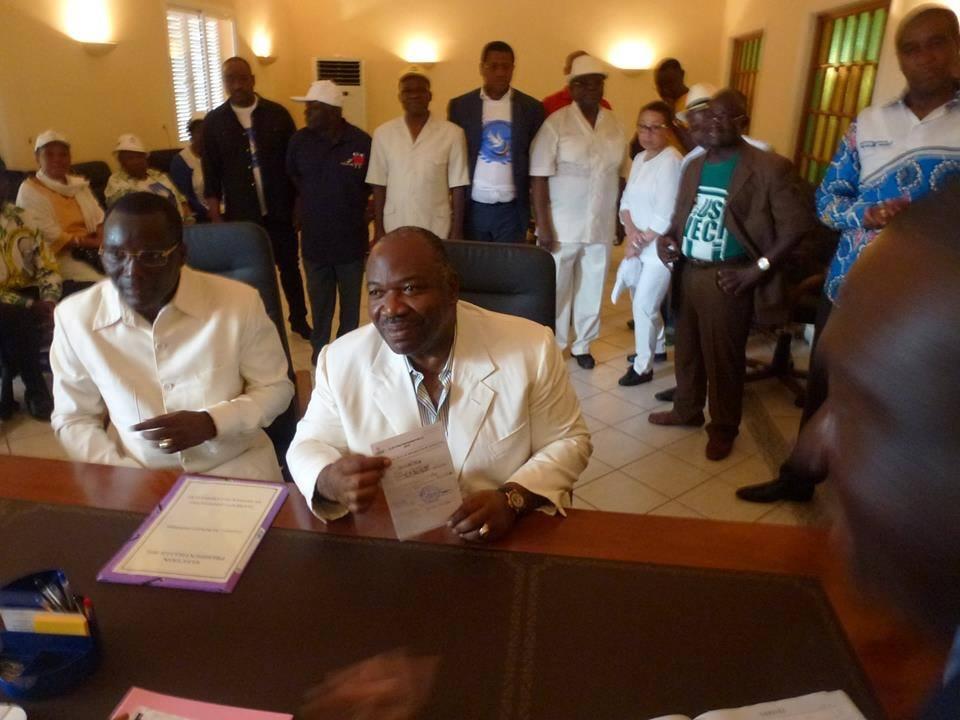 Présidentielle au Gabon: Ali Bongo dépose son dossier de candidature